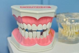Comment manger avec de fausses dents ?
